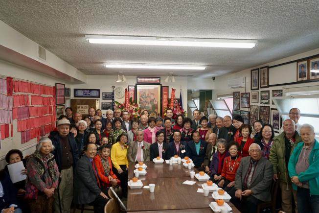 羅省岡州保安堂就職典禮,部分與會者合影。(記者陳開/攝影)