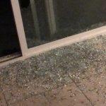 盜賊破窗入侵1樓行竊 華人一家三口在2樓嚇壞