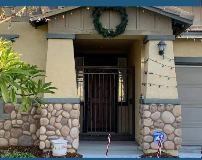 有華人建議住宅門加裝安全門。(東谷居民提供)