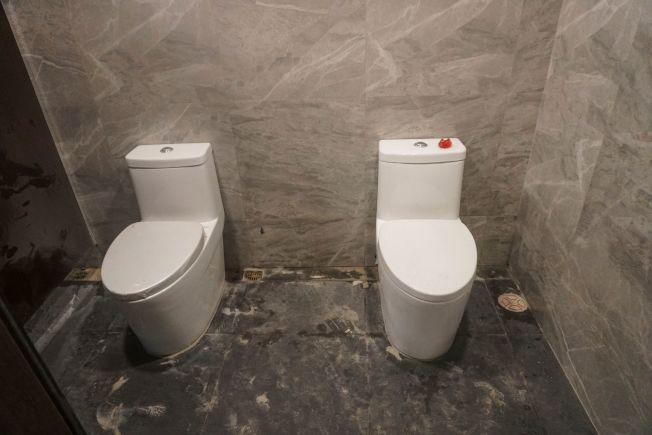 低耗水量馬桶的水箱較小,川普總統認為它沖不乾淨,多沖幾次反而浪費水。(Getty Images)