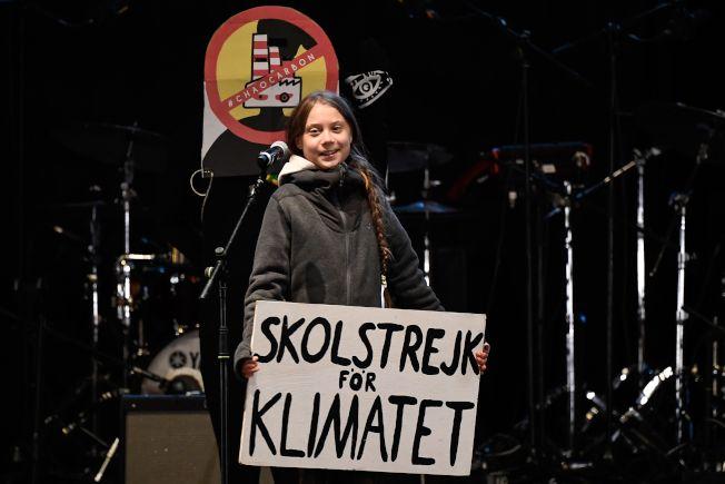 倡議關心氣候的瑞典少女童貝里6日在西班牙馬德里參加全球COP25峰會,並發表演說,手持「為氣候罷課」標語。(Getty Images)