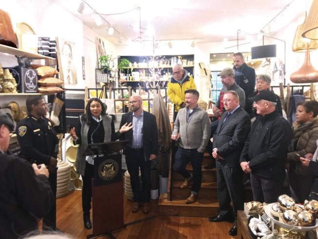 為了吸引更多人到舊金山購物,市長布里德和市議員孟達文日前推出一項「Shop and Dine in the 49」的運動。(照片由市長辦公室提供)