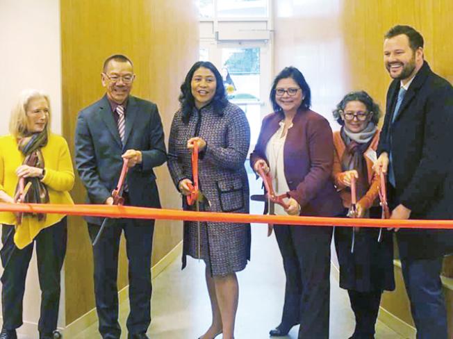 南瑪區(SoMa)越灣車站附近新設一個托兒中心,可照顧60名小孩,其中一半數都來自低收入家庭。市長布里德和市議會主席余鼎昂到賀。(照片由市長辦公室提供)