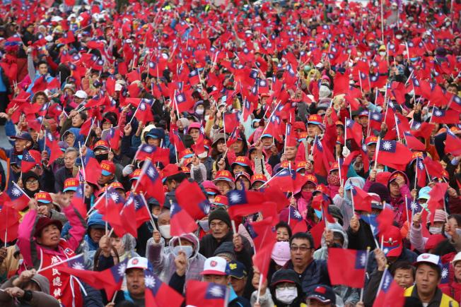 國民黨總統候選人韓國瑜7日晚出席新竹縣總統與立委聯合競選總部成立大會,吸引爆滿支持者到場加油。記者蘇健忠/攝影
