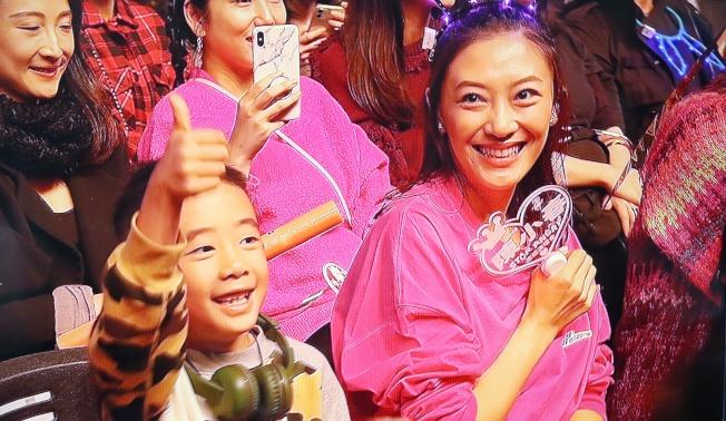 陳小春StopAngry演唱會於林口開唱,妻子應采兒(右)和兒子Jasper(左)也到場。(記者曾原信/攝影)
