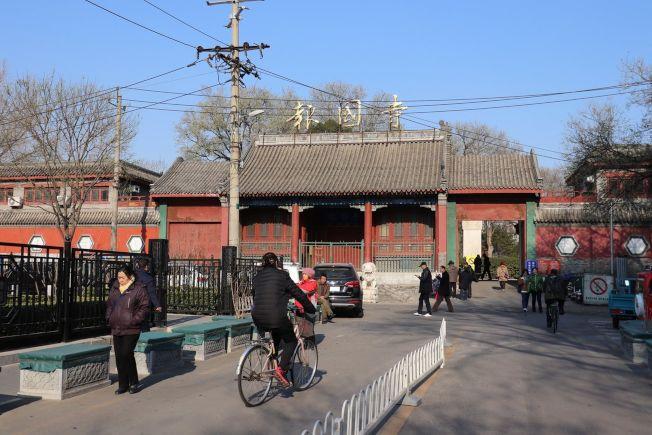 位於北京南城的報國寺收藏市場曾是京城古玩交流最大平台。(記者呂佳蓉/攝影)