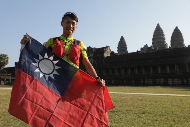 陳彥博在柬埔寨220公里超馬賽獲得冠軍。(圖:陳彥博提供)