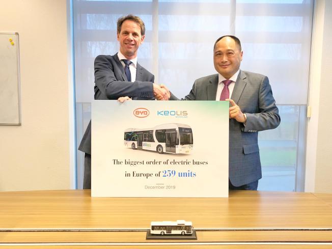 比亞迪取得荷蘭259輛純電動巴士訂單,日前與凱奧雷斯荷蘭分公司簽署協議。(新華社)
