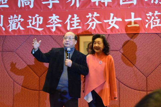 台中市前市長胡志強(左)、邵曉鈴夫婦此行隨李佳芬拜訪美國僑界。(記者顏嘉瑩/攝影)