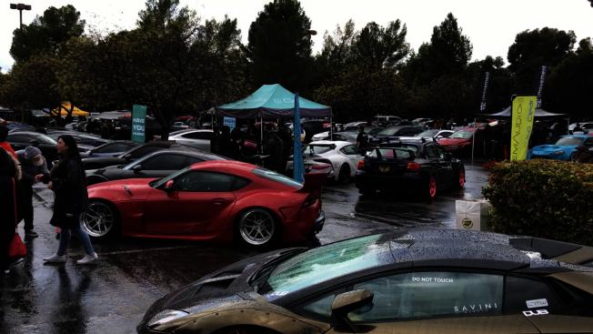 現場車展,吸引不少愛好者參觀。(記者啟鉻/攝影)