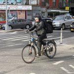 送貨員獲准用電單車 對外賣郎不公?