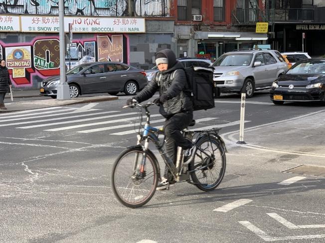 維權團體呼籲州長葛謨盡快簽署法案,將電單車合法化。(記者和釗宇/攝影)