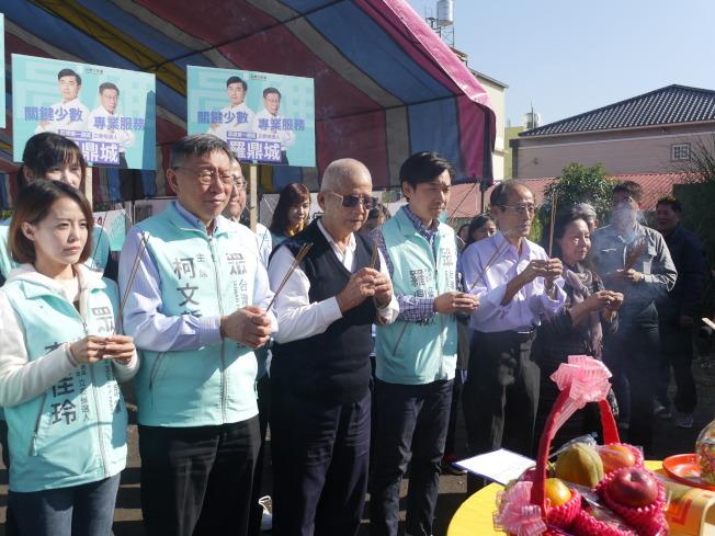 台北市長柯文哲(左二)8日到高市替四位民眾黨立委參選人拉抬聲勢。(記者徐白櫻/攝影)