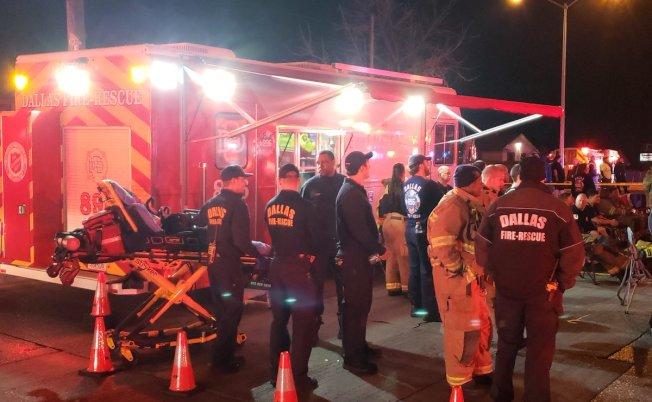 達拉斯西北Chase Place公寓失火,消防員有70多人趕抵現場。(達拉斯消防隊推特)