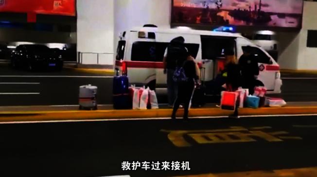 救護車違規機場接客。(視頻截圖)
