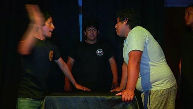 秘魯日前舉行的第一屆「甩巴掌大賽」。路透