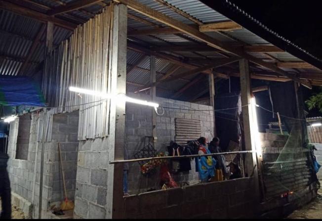 死者居住在尚未建成的單層水泥房。圖擷自siamrath