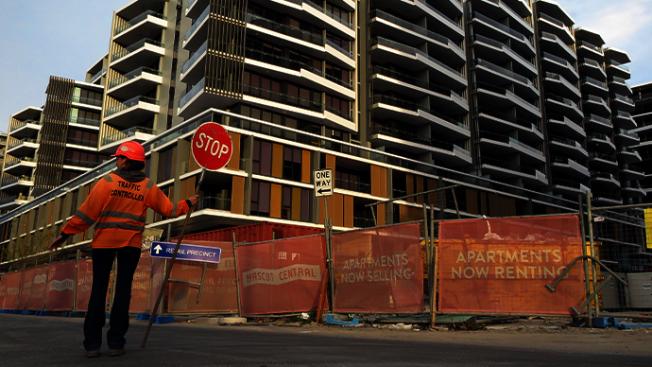 澳洲工地交通指揮員「棒棒糖工人」年薪超高。圖片來源/ novafm