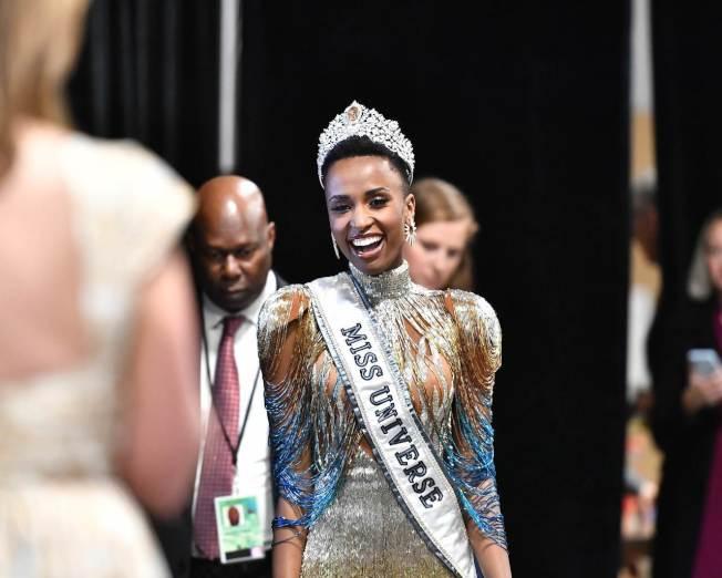 南非小姐唐吉(Zozibini Tunzi)今天打敗來自全球各地的90多名佳麗,在美國亞特蘭大獲封環球小姐。圖╱GettyImages