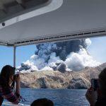 快看世界 現場畫面/紐西蘭懷特島火山爆發 至少5死10失蹤