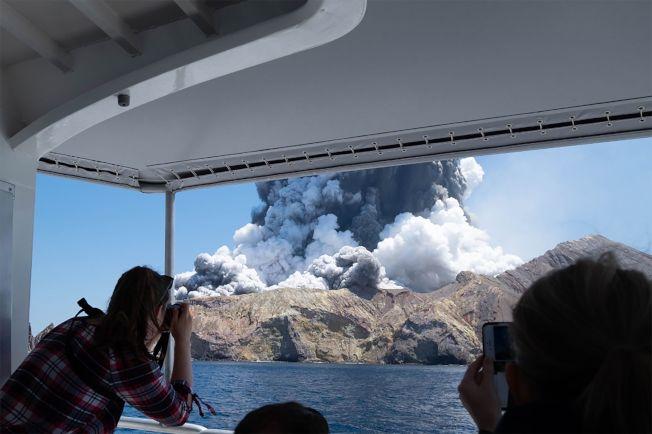 紐西蘭懷特島(White Island)火山9日爆發,造成至少5人死亡。(Getty Images)
