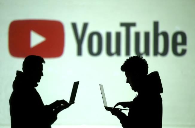 消費者改看Netflix和Youtube等網路影音平台,所以近幾年傳統電視的觀眾不斷流失。路透