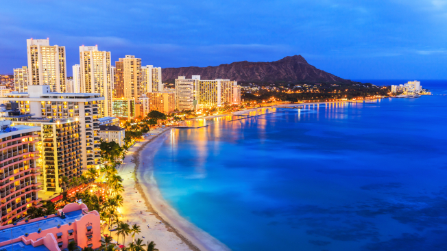 夏威夷是美國最後一個迎接新年的地方,適合全家大小、情侶密友歡度新年假。