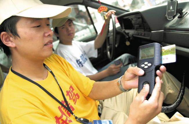 中國駕駛較育培訓要求長達63個小時。本報資料照片