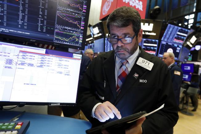 股市在四個交易日來首次出現下跌。(美聯社)