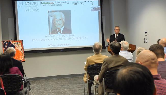 藥理及化學生物系系主任傅海安開幕致詞。(愛默蕾大學藥理及化學生物系提供)