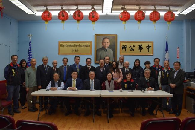 李佳芬一行人於9日下午參訪中華公所。(記者顏嘉瑩/攝影)