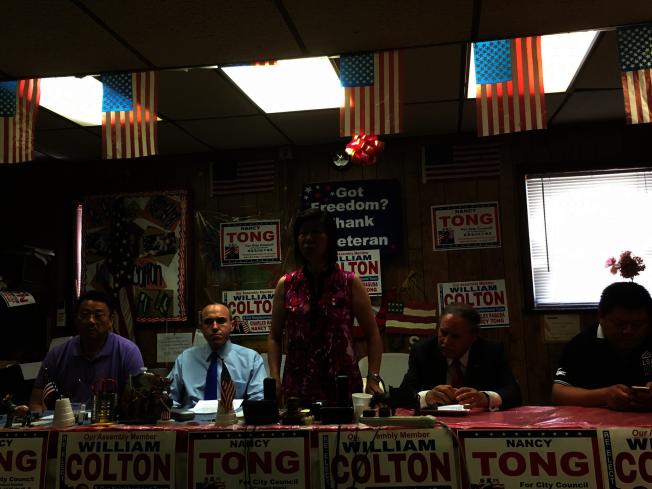社區人士及民代陳善莊(左起)、崔馬克、唐鳳巧、寇頓和柳寶枝,曾就亞裔細分法案進行討論並反對該法案通過。(本報檔案照)