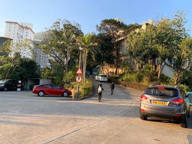 香港華仁書院10日如常上課,校方指沒證據顯示土製炸彈與學校師生有關。(取材自香港電台)