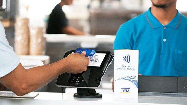 不插入刷卡機的感應式信用卡消費也存在盜刷風險。(Visa網站)