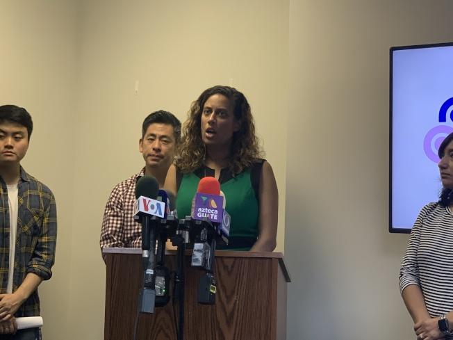 紐約移民聯盟移民政策主任喬西表示,無證移民拿到的駕照只能用於紐約州內開車,不能做為搭飛機的身分證明或用於其他聯邦政府相關事務。(記者和釗宇/攝影)
