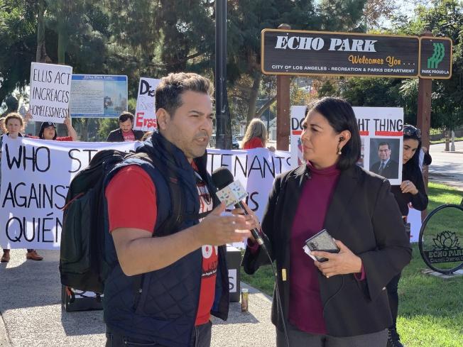 洛杉磯租戶聯盟組織者Trinidad Ruiz(左)。(記者王子銘/攝影)