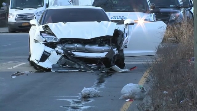 一名員警下班後酒醉駕駛高性能跑車肇禍,被撞車輛的一名乘客不幸喪命。圖為肇事的日產2019年白色GT-R跑車。(ABC紐約地方電視台截圖)