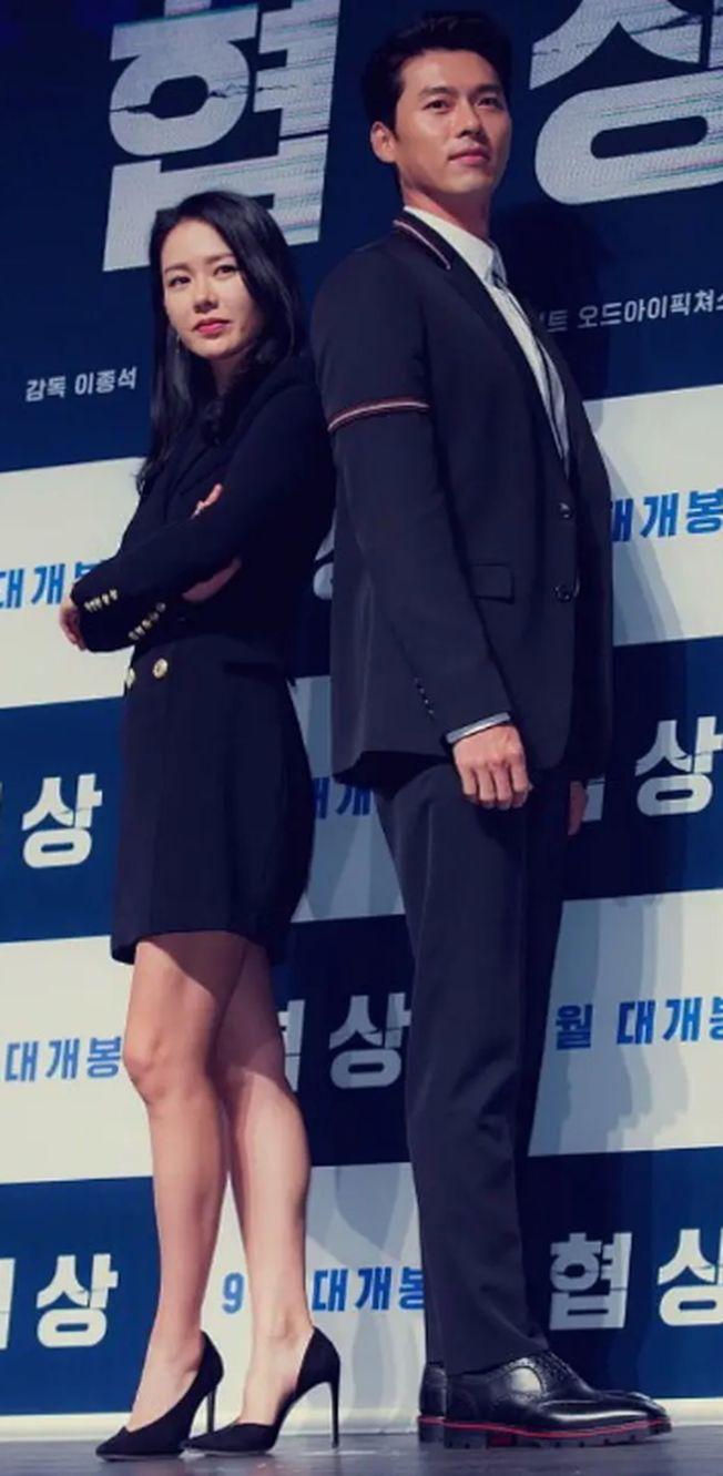 玄彬(右)和孫藝珍於2018年合作《極智對決》時傳出緋聞。(取材自豆瓣電影)