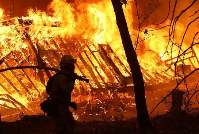太平洋瓦電因設備老舊造成山火,對受害人的賠償案細節須等紐森州長同意。(Getty Images)