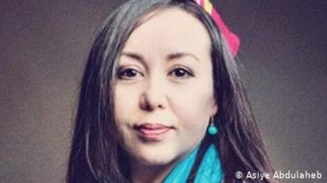 一名住在荷蘭的維吾爾女性阿斯雅.阿布都樂海蒂,自稱是「中國電文」的提供者。(取自推特)