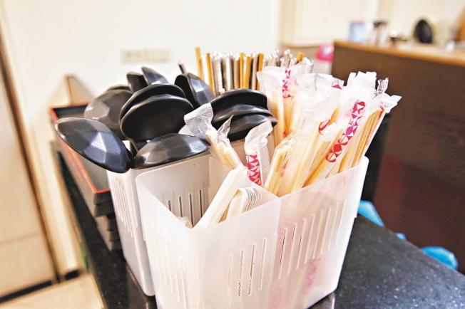 明年5月起北京點外賣不再提供免洗筷、勺。(本報資料照片)