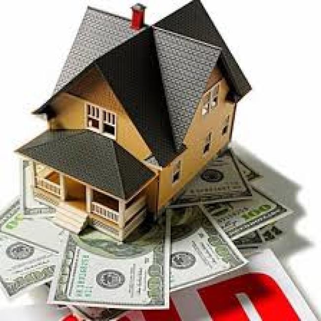 若你想投資房地產,但又不想或沒錢買房,可考慮房地產投資信託(REIT)、房地產共同基金或房地產指數股票型基金(ETF)。(取自臉書)