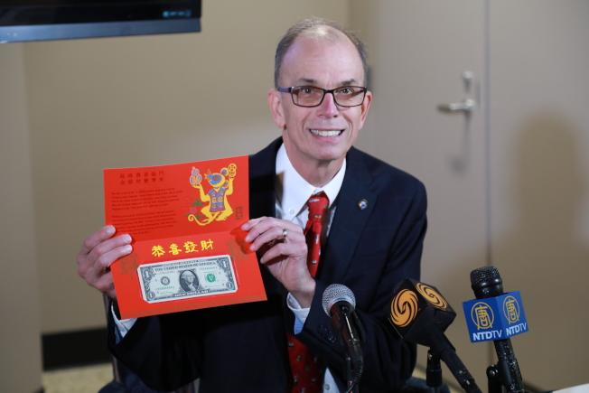 印鈔局局長歐利亞公布2020年的鼠年吉利錢。(記者羅曉媛/攝影)
