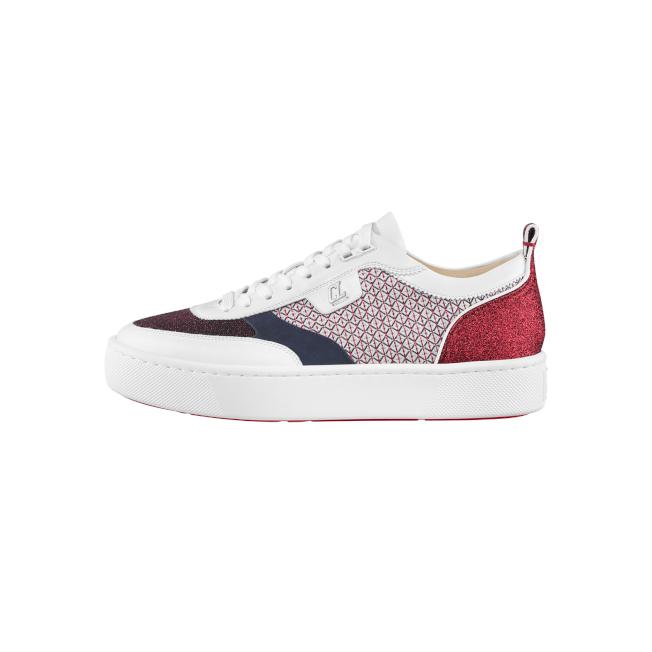 Happy Rui拼接光澤面料男鞋鞋側有全新CL金屬細節。圖/Christian Louboutin提供