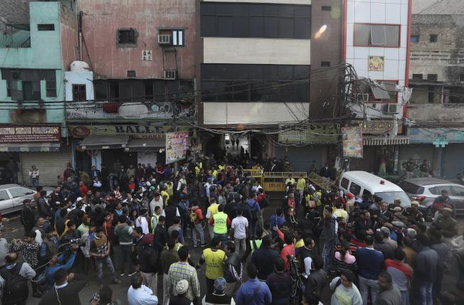 「43死」的慘烈數字,是繼1997年德里「烏普哈戲院」(Uphaar theatre)59死大火後,印度德里首都圈史上第二慘重的火災慘案。(美聯社)