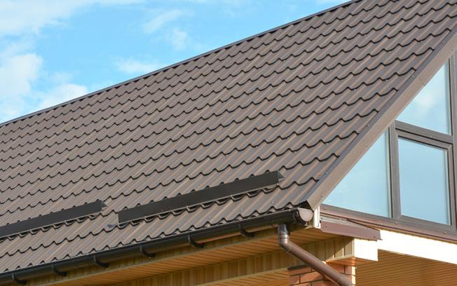 金屬屋頂材料在現代設計中也越來越常見,能抵禦非常極端的天氣。(取自HomeDepot官網)
