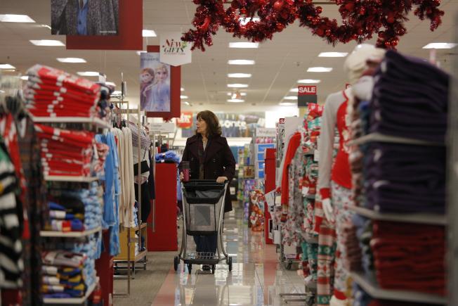 美國11月消費者物價指數(CPI)比10月攀升0.3%,比起去年同期則增加2.1%,均優於市場預期。  美聯社