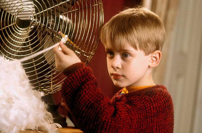 麥考利克金在「小鬼當家」中是機靈調皮的小男孩。圖/摘自imdb