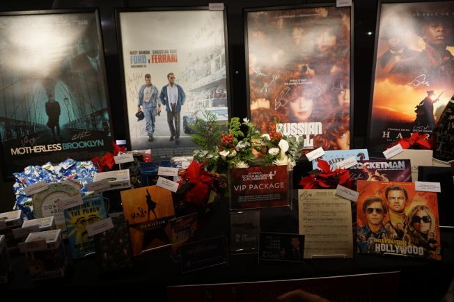 「愛爾蘭人」(The Irishman)、「婚姻故事」(Marriage Story)等有演員簽名的熱門劇本在拍賣中。(記者馬雲/攝影)