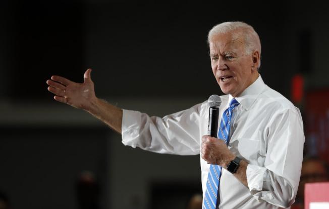 民主黨總統參選人、前副總統白登11日在拉斯維加斯的競選活動中公布移民政策計畫。(美聯社)